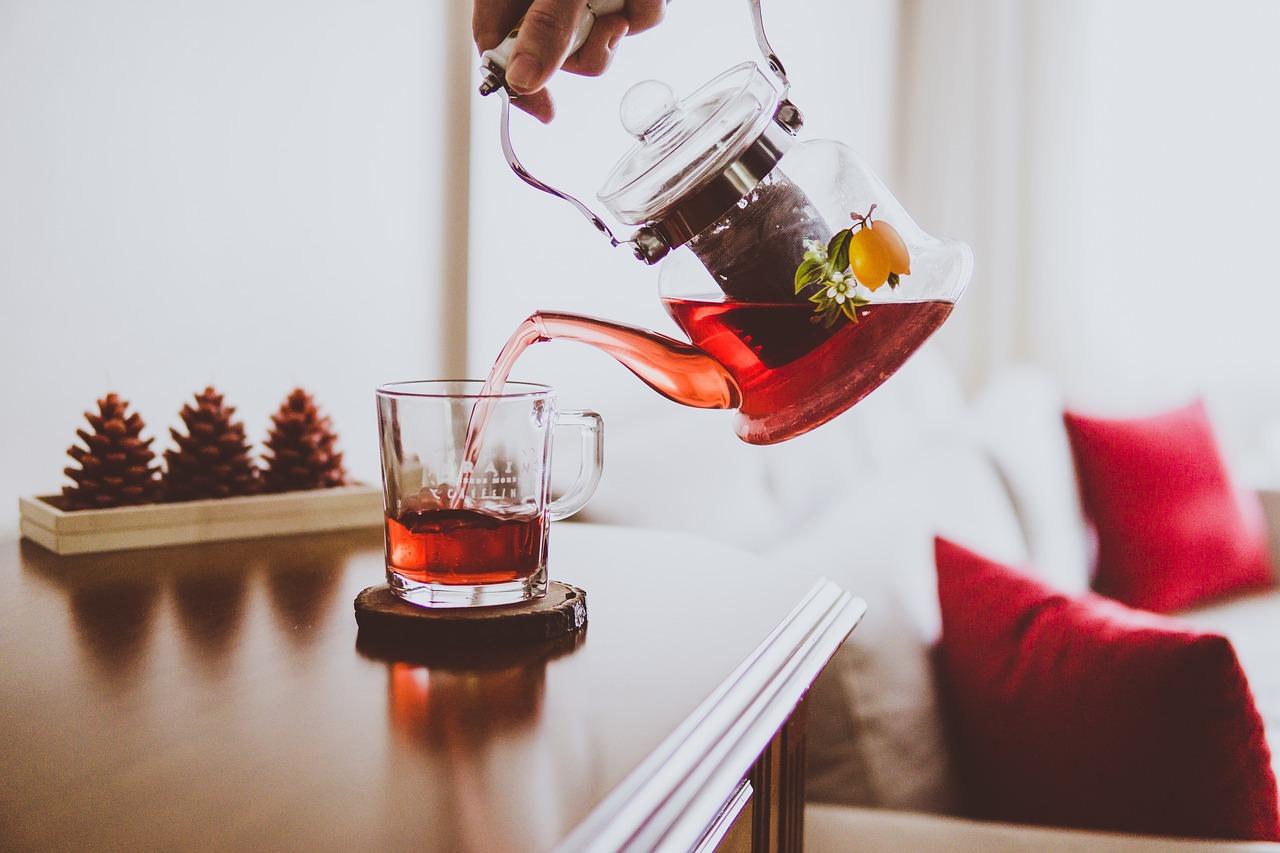 Herbaty, które warto pić przed snem. Pomogą w odchudzaniu